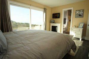 vacation-home-rental-in-bodega-bay-Master-bedroom-2